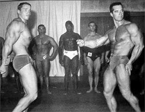 Arnold compite en 1966