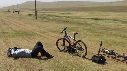 ciclista MTB agotado