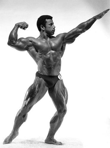 Chris Dickerson pose de arnorld