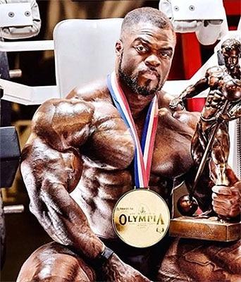 Trofeos y el titulo de mr olympia para B. curry
