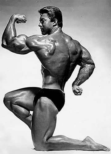 pose biceps de Larry Scott